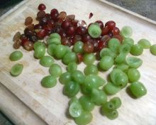 Slicing Grapes 021